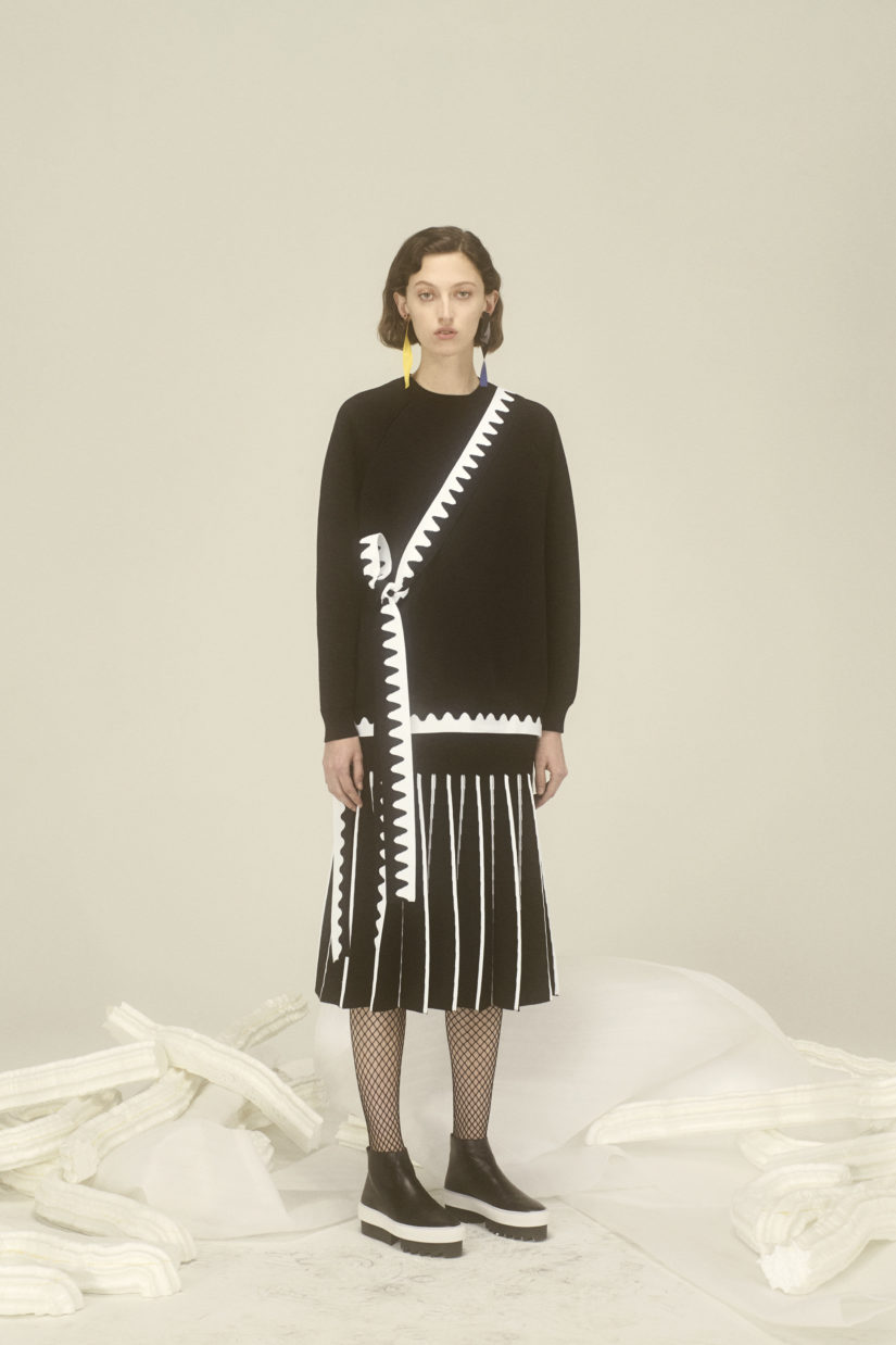 Intarsia Wave Trim Oversized Pullover