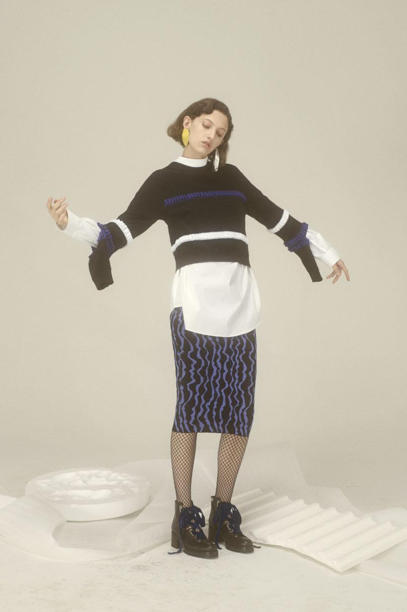 Ruffle Slit Intarsia Sweatshirt